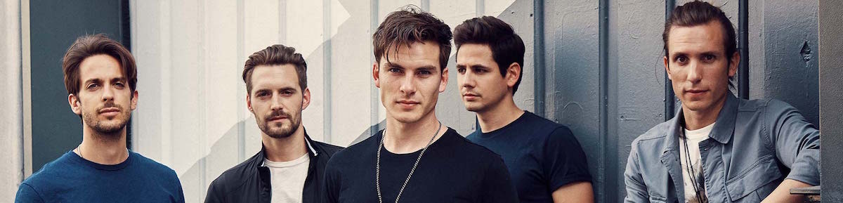 dvicio-banner-background